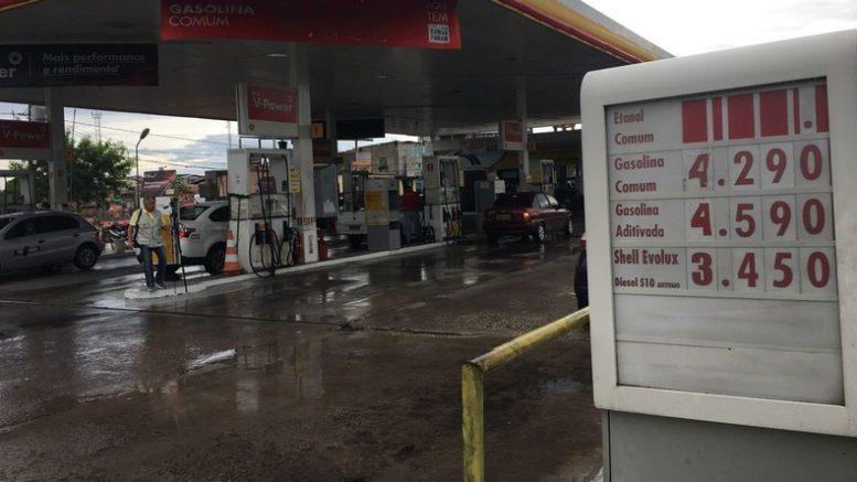 Preço do etanol subiu e alguns postos estão retirando valor das placas para sinalizar falta do combustível (Foto: ATUAL)