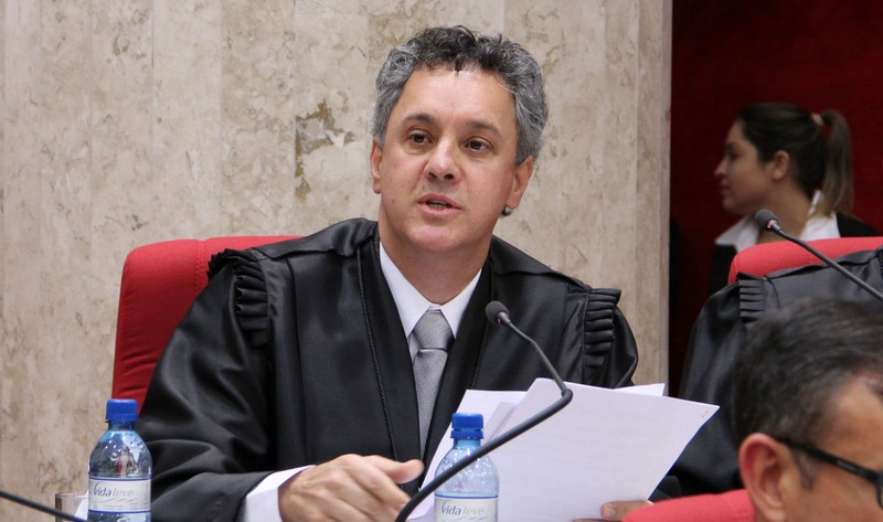 Relator da Lava Jato enterra decisões do plantonista e Lula fica preso