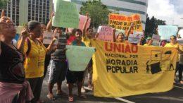 Militantes do T promovem manifestação em Manaus em defesa do ex-presidente Lula (Foto: ATUAL)