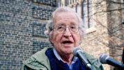 Noam Chomsky diz que liberdade proporcionada pela internet gera o discurso do ódio (Foto: Divulgação)