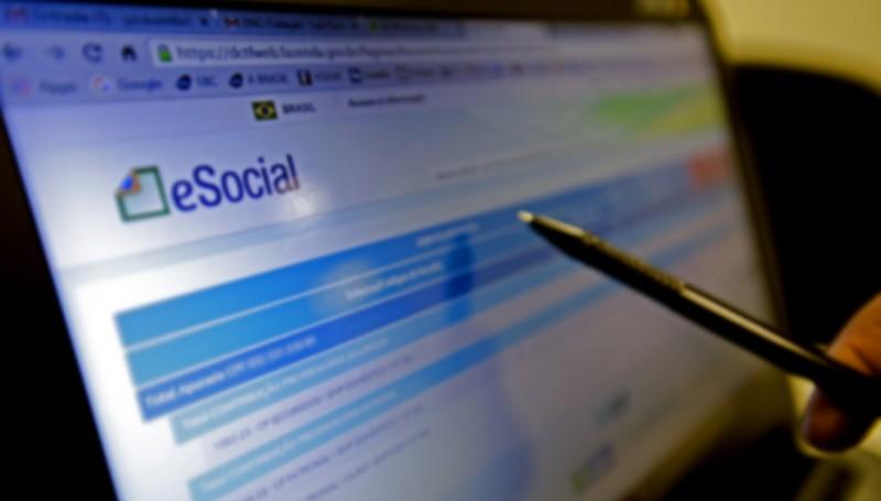 Para a emissão da guia unificada, o empregador deve acessar a página do eSocial na internet