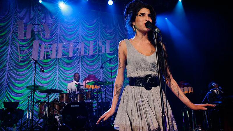 Gravação inédita de Amy Winehouse no início da carreira é divulgada na Inglaterra