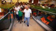 Governador Amazonino Mendes entregou barcos às prefeituras para combate à malária (Foto: Aguilar Abecassis/Secom)
