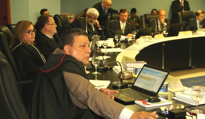 TCE encontra 22 irregularidades em conta de vereador no Amazonas