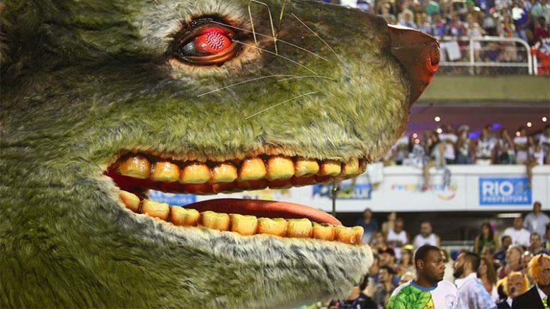 Ratos na política foi uma das alegorias da Beija-Flor no carnaval 'monstruoso'e vencedor da escola (Foto: Gabriel Nascimento/Riotur)