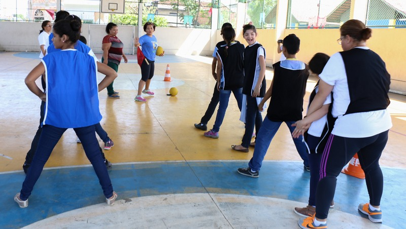 Alunos têm atividades físicas, lúdicas e educacionais na escola especial (Foto: Eduardo Cavalcante/Seduc)