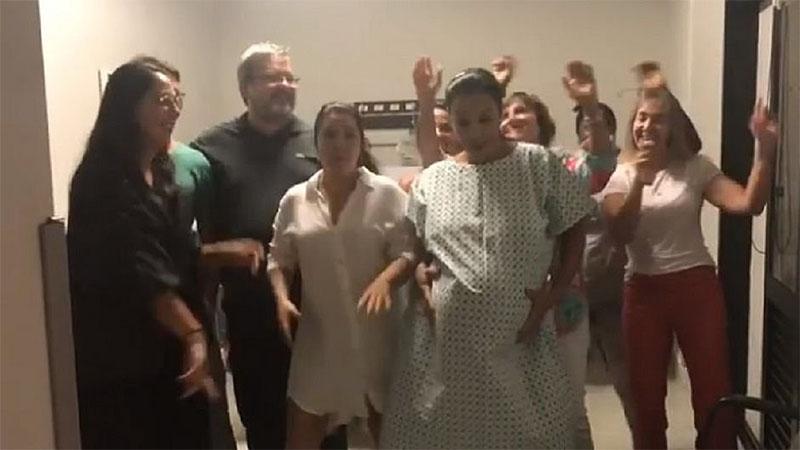 Ivete Sangalo dançou no hospital momentos antes do partodo cesariana. Gêmeas nasceram saudáveis (Foto: Instagram/Reprodução)