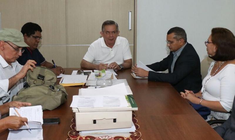 Secretário Lourenço Braga disse que precisa do aval da Sefaz para conceder reajuste a professores (Foto: Seduc/Divulgação)