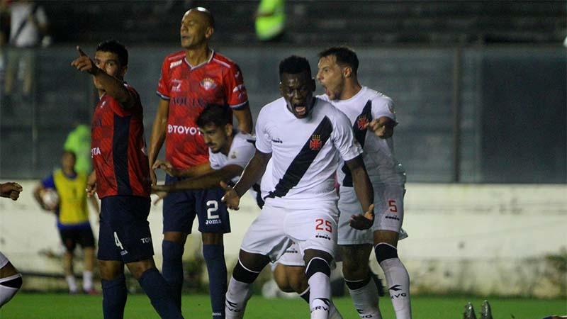 Paulão abriu o placar na goleada do Vasco sobre time boliviano pela Copa Libertadores (Foto: Paulo Fernandes/Vasco.com)