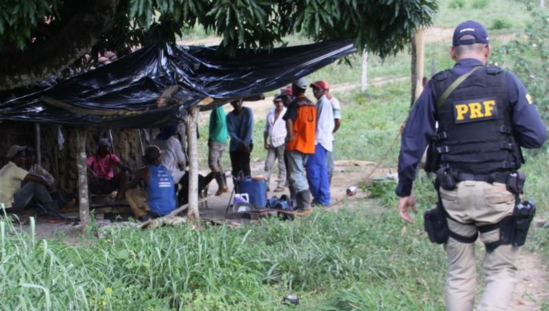 Justiça manda governo atualizar e publicar lista suja do trabalho escravo