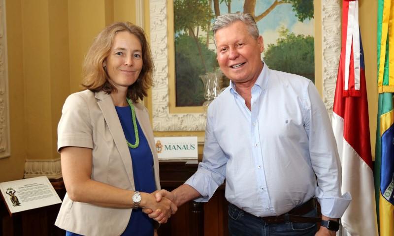 Representante da Unicef no Brasil, Florence Bauer, com o prefeito Arthur Virgílio