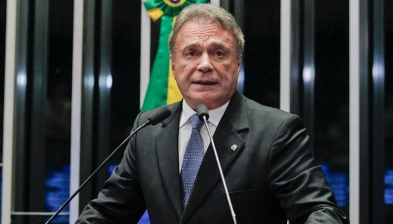 Álvaro Dias se apresenta como 'ruptura' e busca atrair eleitores indecisos