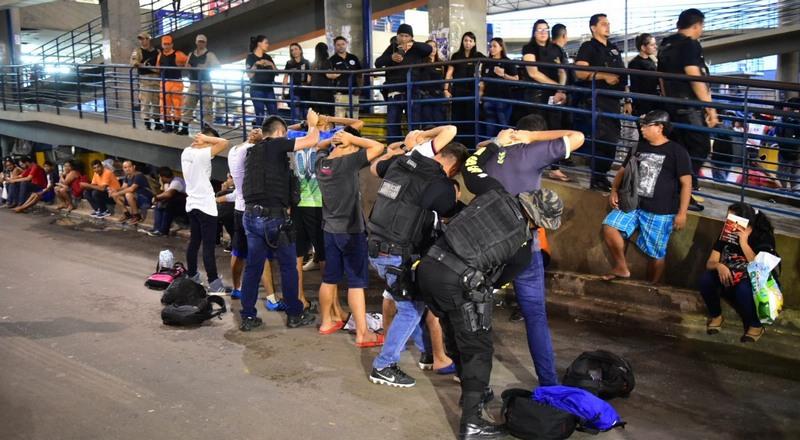 Policiais sem identificação estarão em ônibus em Manaus para identificar assaltantes