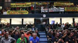 Policiais protestaram na Assembleia Legislativa contra mudança em quadro de promoções (Foto: Danilo Mello/ALE-AM)