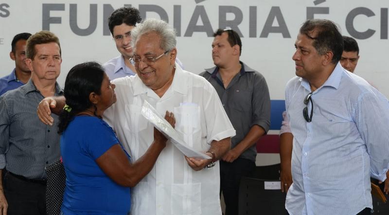 Governo do Estado entrega 415 títulos de terra a produtores de Boa Vista do Ramos