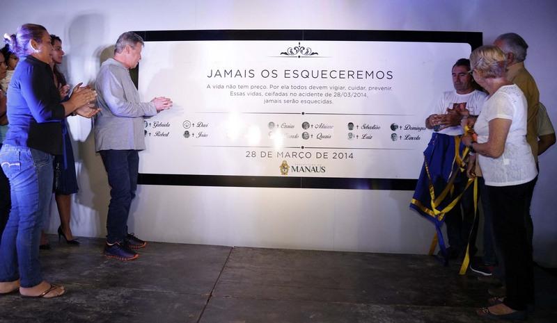 Prefeito Arthur Neto inaugurou memorial em homenagem às vítimas de acidente (Foto: Mário Oliveira/Semcom)