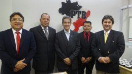 Cirilo Anunciação (segundo à esquerda) assumiu comando do PTB no Amazonas em solenidade com o presidente nacional Roberto Jefferson (Foto: Divulgação)