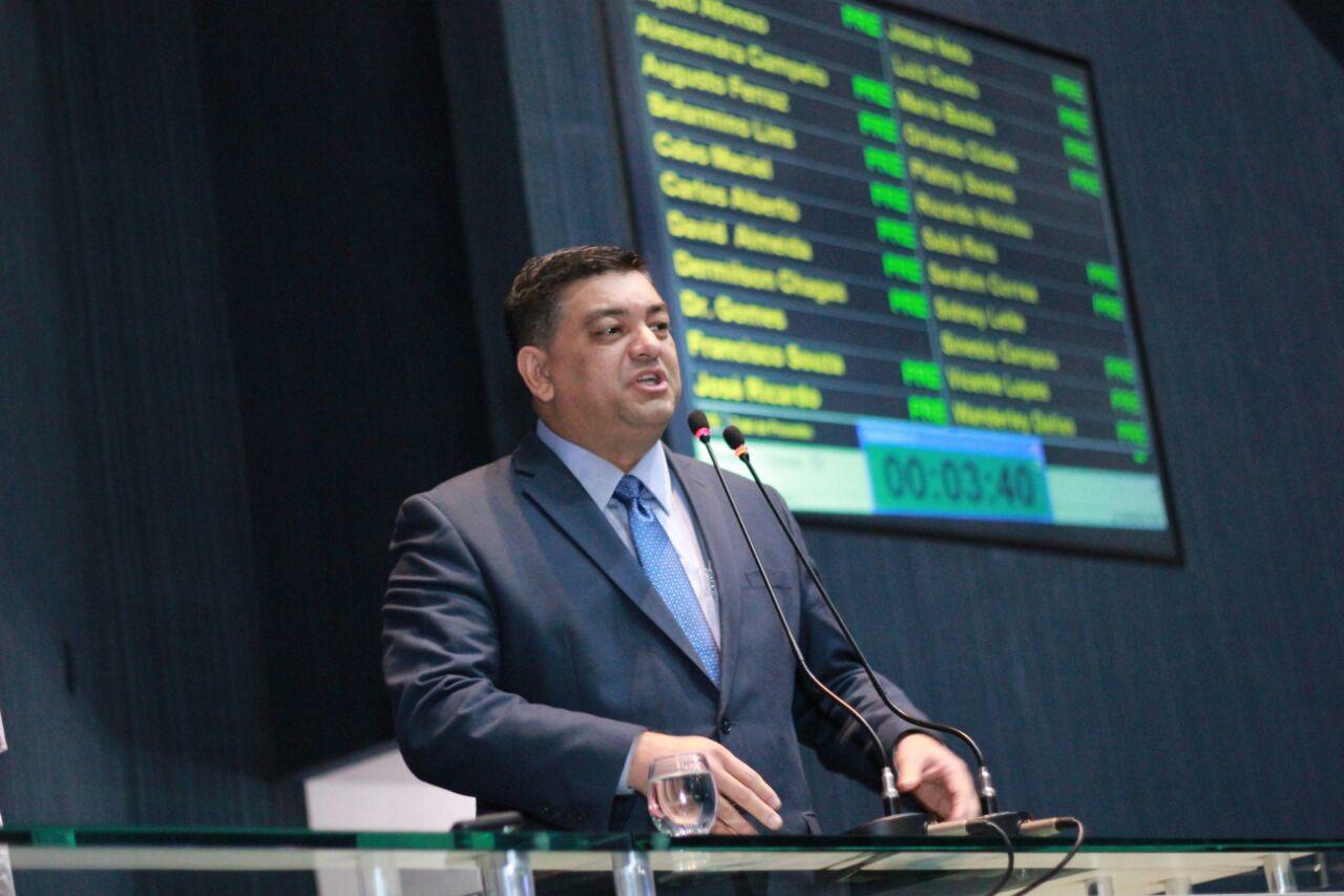 Depois de Amazonino, em 2002, governador nenhum fez nada, diz líder na Assembleia