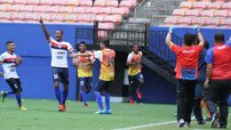 Jogadores do Fast comemoraram título do 1º turno, obtido nos pênaltis após empate em 0 a 0 com o Penarol (Foto: FAF/Divulgação)
