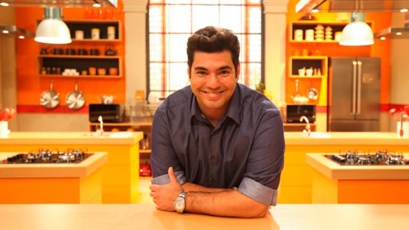 Felipe Bronze recebe craques da bola no novo programa 'Jogada de Chef'
