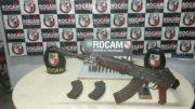 Fuzil AK47, de fabricação russa, foi apreendido por policiais militares em Manaus (Foto: PMAM/Divulgação)