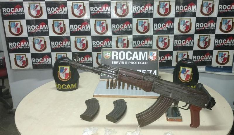 Homem é preso em Manaus com fuzil AK47, usado em guerras