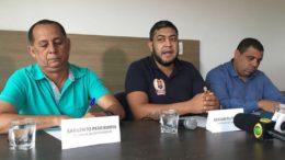 Gerson Feitosa (centro) cogita candidaturas de policiais militares para disputar a eleição deste ano (Foto: ATUAL)