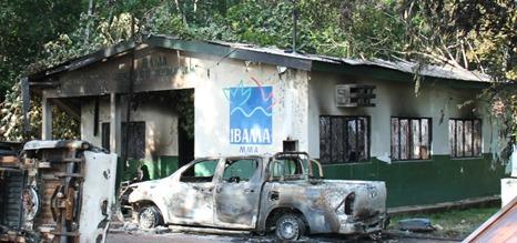 Sede do Ibama no município foi totalmente destruída por incêndio (Foto: PF/R/Divulgação)