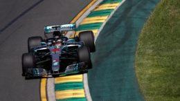 Lewis Hamilton dominou os treinos livres na manhã desta sexta-feira em Melborne. Novidade nos carros é o Halo (Foto: FIA/Divulgação)