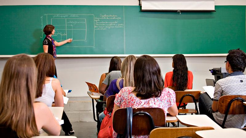 Alunos e pais deverão ser ouvidos sobre mudança curricular, define projeto