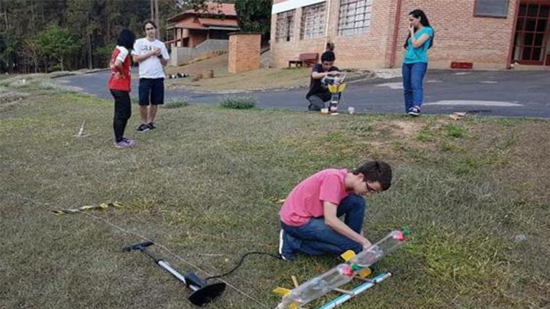 Voluntários levam ciência e astronomia às escolas públicas de Manaus