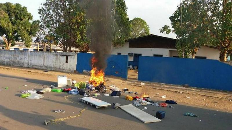 Moradores invadem abrigo e expulsam venezuelanos do interior de Roraima
