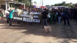 Em São Sebastião do Uatumã, professores se vestiram, de preto para protestar nas ruas do município (Foto Divulgação)