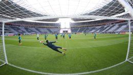Jogadores treinaram no Estádio Olímpico de Berlim para o amistoso desta terça contra a Alemanha (Foto: Lucas Figueiredo/CBF)