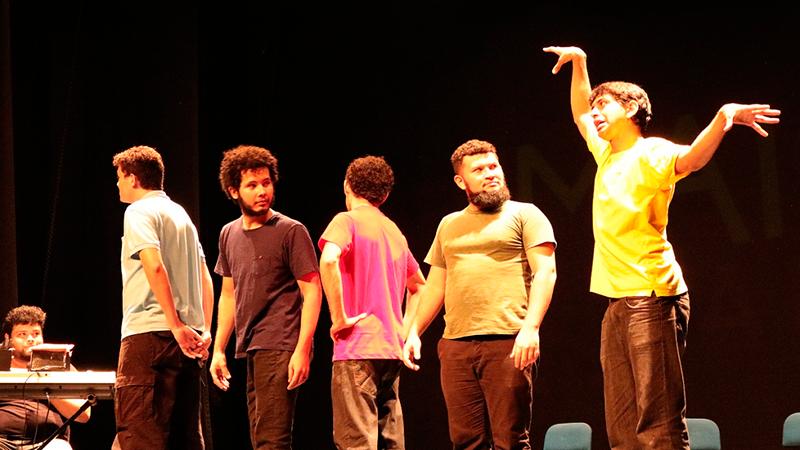 Teatro da Instalação recebe espetáculo 'Se alguém quiser ver'