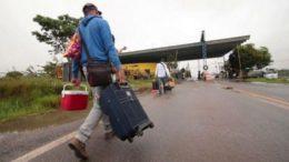 Venezuelanos continuam entrando no Brasil por Roraima fugindo do regime de Nicolás Maduro (Foto TV Brasil/Reprodução)