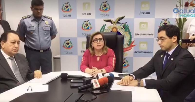 Yara Lins entregou lista de gestores e ex-gestores que tiveram contas reprovadas ao presidente do TRE, Yedo Simões, e ao procurador do MPE, Edmilson da Costa Barreiros (Foto: ATUAL)