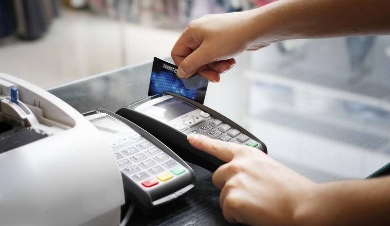 Pagamento de multas de trânsito com cartão depende de acordos de serviço