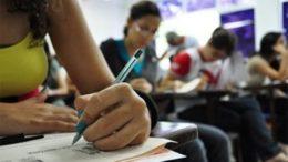 Podem concorrer ao Fies estudantes que fizeram o Enem a partir de 2010, com nota superior a 450 (Foto: Agência Brasil)