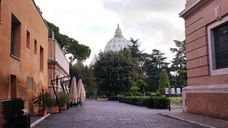 Tribunal do Vaticano condena arcebispo acusado de pedofilia