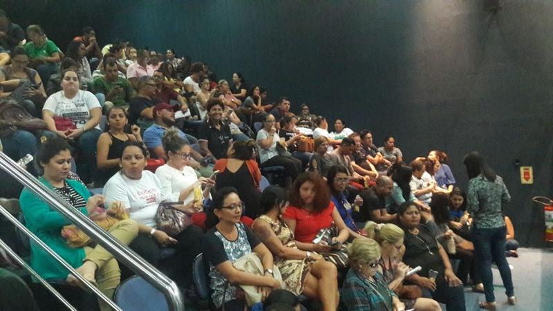 Professores acompanham votação de projeto de lei na ALE que concede reajuste salarial (Foto: ATUAL)