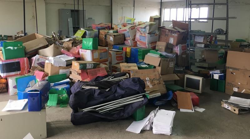 Terminal pesqueiro de Manaus vira depósito de documentos abandonados