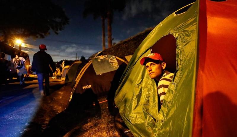 Acampamento pró-Lula na porta da PF em Curitiba fica esvaziado