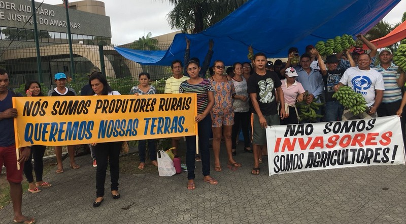 Agricultores pedem devolução de terras das quais foram despejados no município de Manacapuru (Foto: ATUAL)