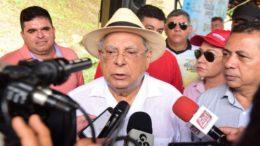Amazonino Mendes levantou hipótese do movimento grevista de professores ser político (Foto: Valdo Leão/Secom)