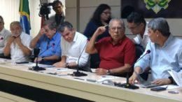 Governador Amazonino Mendes reuniu secretários em entrevista coletiva sobre balanço de governo (Foto: ATUAL)
