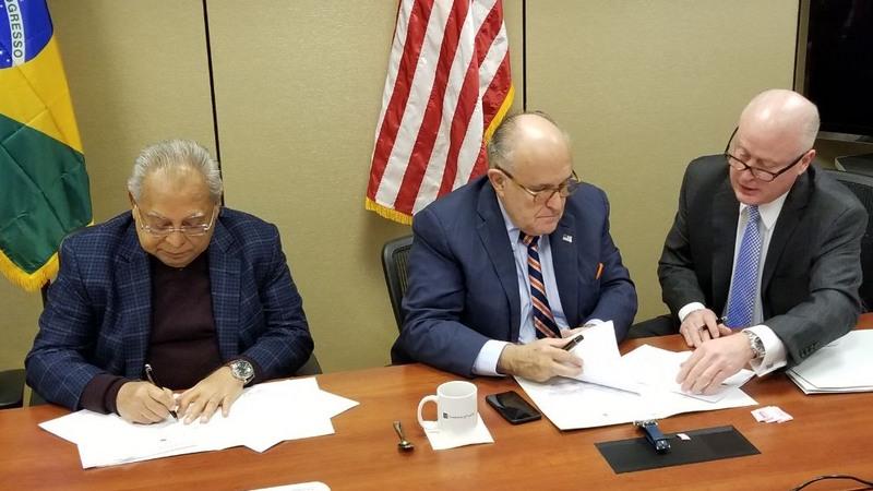 Amazonino Mendes assinou contrato com Rudolph Giuliani para assessoria sobre ações de segurança pública Foto: Secom)
