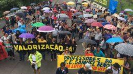 Em assembleia na manhã desta segunda-feira, parte dos professores rejeitou proposta de reajuste salarial (Foto: ATUAL)