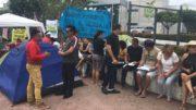 Professores estão acampados em frente à sede do Governo do Amazonas à espera de definição sobre reajuste salarial (Foto: ATUAL)