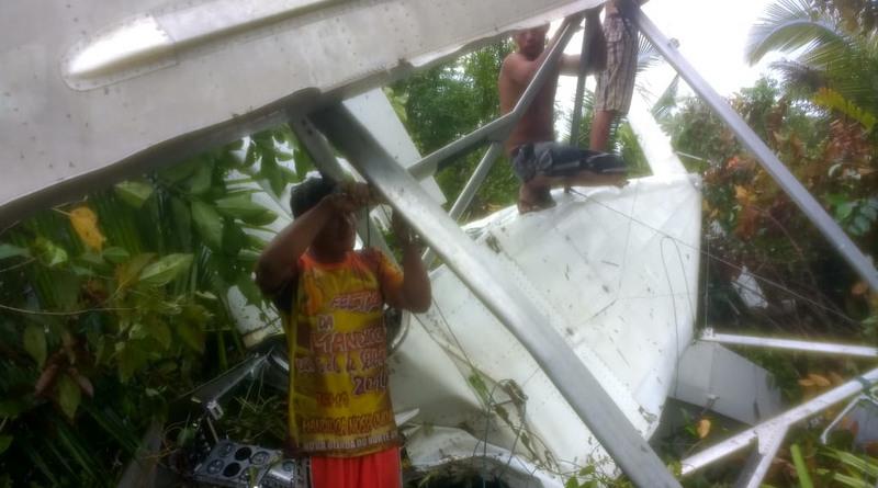 Ribeirinhos ajudaram no socorro às vítimas da queda do avião (Foto: Divulgação)